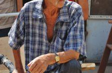 Tadżykistan - mężczyzna na bazarze.