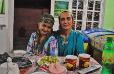 Tadżykistan - matka z córką u których piłem herbatę i robiłem zakupy.