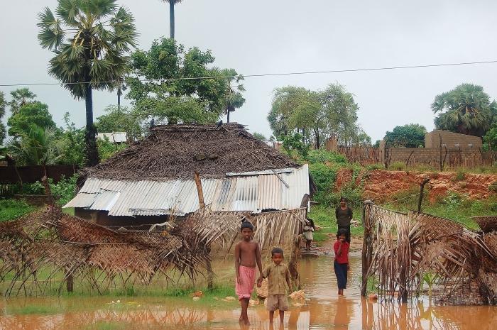 Dom na Sri Lance po deszczu. Trincomalee.