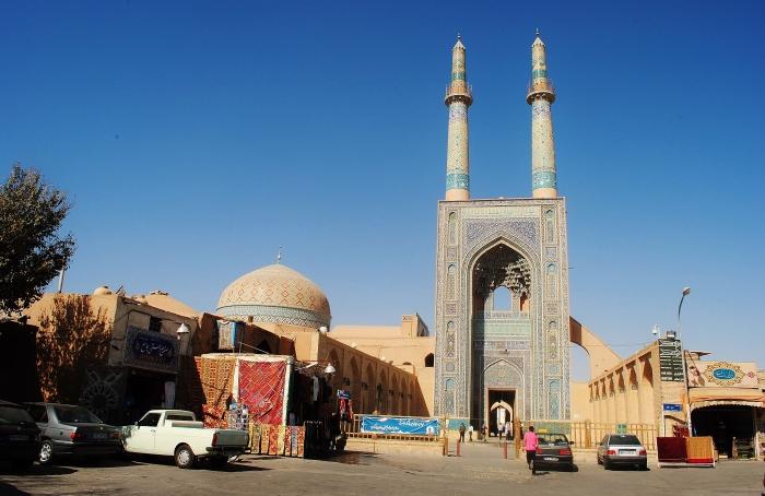Iran - meczet Chomeiniego w Yazd.