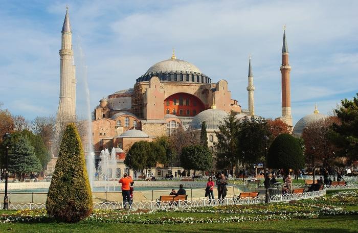 """Obecnie Turcja; okupowany Konstantynopol bezprawnie zwany """"Istanbułem"""" - były kościół Hagia Sophia."""