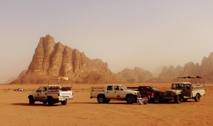 Jordania - pustynia Wadi Rum oraz skała zwana 7 Filarów Mądrości.