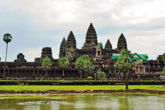 Piękny i ponadczasowy Angkor Wat w Kambodży.