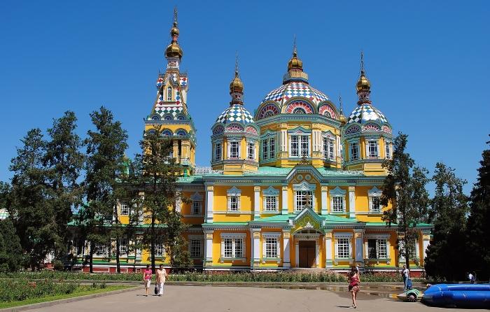 Almaty - Katedra Zenkova w Parku Panfilova.
