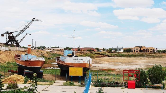 Aralsk - kutry rybackie na byłym brzegu.