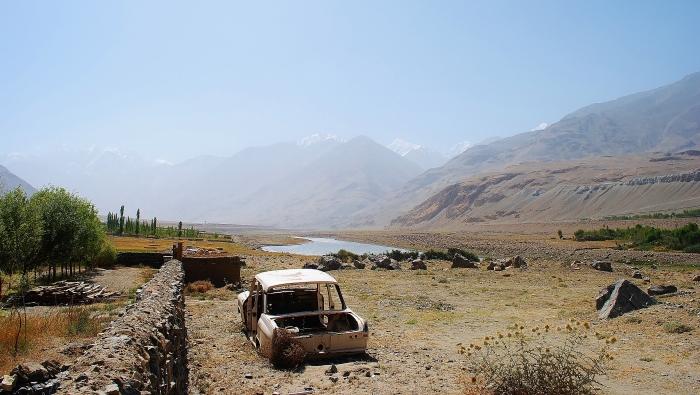Dolina Wachańska na odcinku Iszkaszim oraz Afganistan po prawej stronie rzeki Piandż.