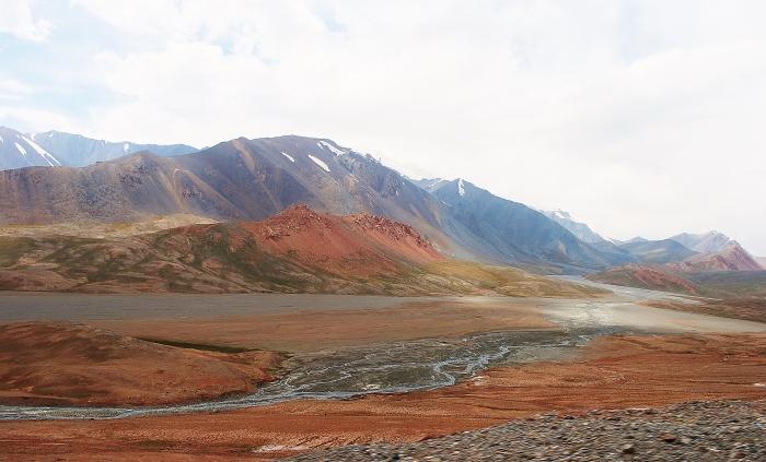 Góry w Tadżykistanie na Trasie Pamirskiej.