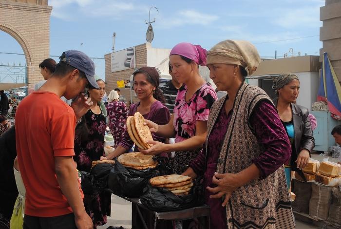 Uzbekistan - na lokalnym bazarze w Nukus