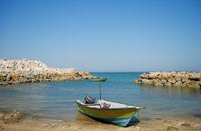 Iran - nieoficjalna plaża na wyspie Qeshm w Zatoce Perskiej.