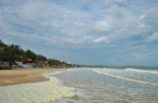 Wietnam -  plaża koło Mui Ne; (Morze Południowo - Chińskie).
