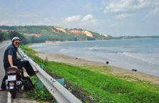 Wietnam- plaża koło Mui Ne; (Morze Południowo - Chińskie).