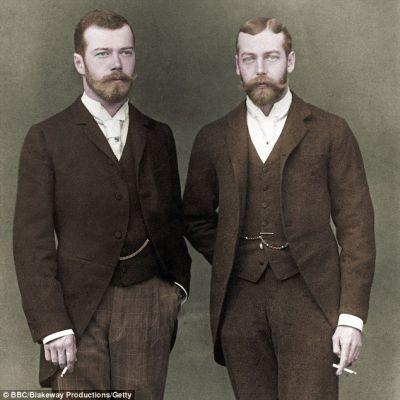 Car Mikołaj II i jego kuzyn król Jerzy V – proszę zwrócić uwagę na ogromne podobieństwo.