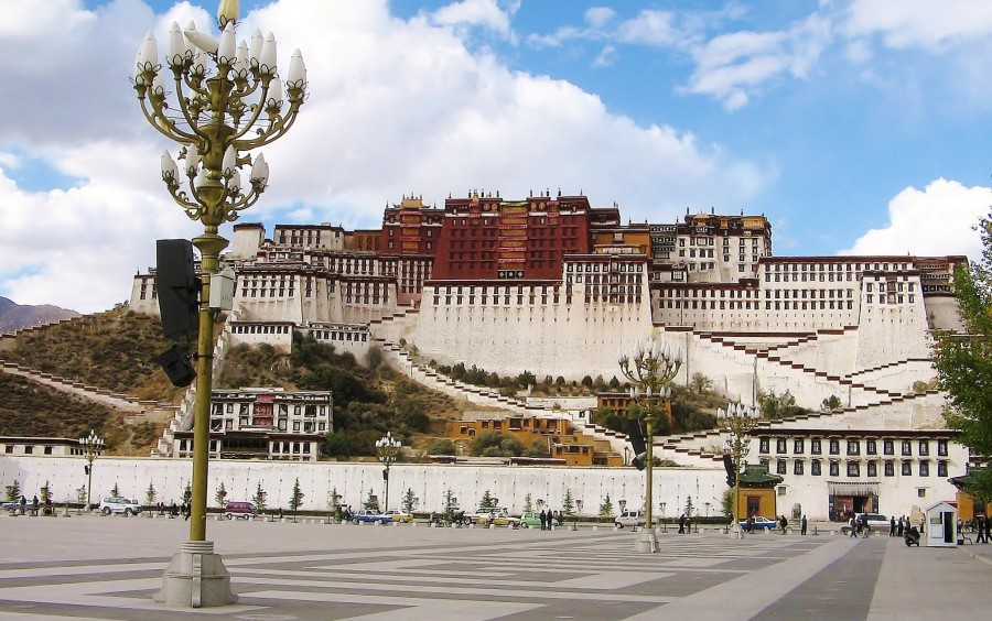 Tybet. Pałac Potala w mieście Lhasa.