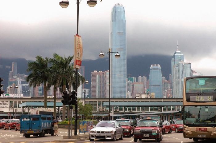Widok z Kowloon na wyspę Hong Kong.