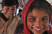 Indie - dzieci w autobusie.