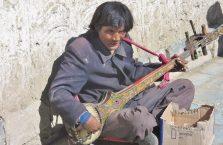 Tybet - gitarzysta.