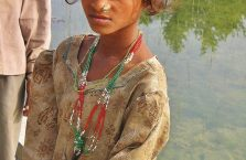 Nepal - uboga dziewczyna.