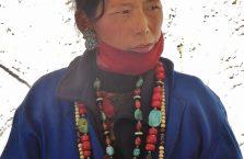 Tybet - sprzedawczyni pamiątek.