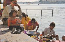 Indie - z dziećmi w Udapuir.