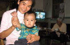 Chiny - kobieta z dzieckiem.