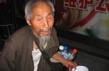 Chiny - biedny dziadek.