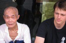 Chiny - z biednym staruszkiem.