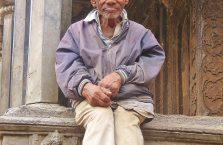 Nepal - stary mężczyzna.