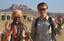 Indie - pozdrawiający turban.