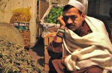 Pakistan - zamyślony mężczyzna.