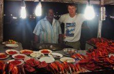 Indie - na stoisku rybnym.