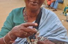 Indie - stara kobieta.