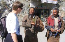Tybet - uliczni pijacy.