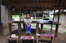 Laos - dziewczynka z wioski Hmong.