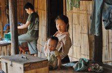 Laos - ludzie w wiosce Hmong.