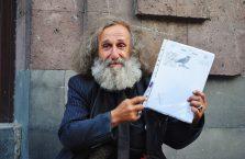 Armenia - starszy człowiek na ulicy.