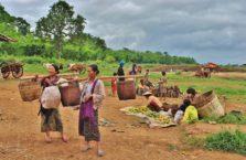 Birma - kobiety z jeziora Inle.
