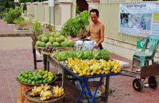 Kambodża - na straganie owocowym.