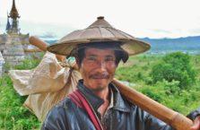 Birma - mężczyzna w kalepuszu.