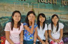 Birma - młode kobiety.