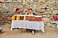 Armenia - kobiety sprzedające słodycze.