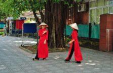 Wietnam - kobiety w narodowych strojach.