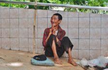 Birma - żebrak.