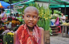 Birma - dziewczynka mnich.
