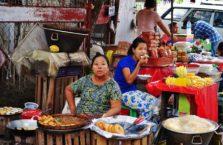 Birma - kobiety na bazarze.