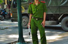 Wietnam - młody policjant.