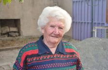 Armenia - starsza kobieta.