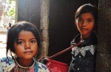 Kambodża - dzieci w Angor Wat.