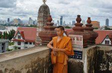 Tajlandia - mnich na Wat Arun.