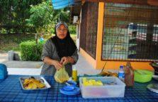 Malezja - kobieta na bazarze.