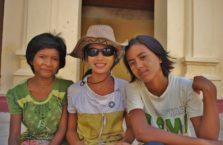 Birma - dziewczyny. Jedna w moim kapeluszu.